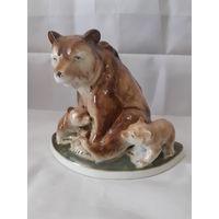 Статуэтка фарфоровая Медведица с медвежатам, Германия