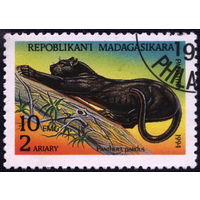 Кошки. Мадагаскар. 1994. Леопард (черная пантера). Марка из серии. Гаш.