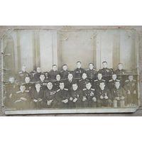 Фото Председателя Президиума Верховного Совета СССР Шверника Н.М. с группой военных. Конец 1940-х. 13.5х22.5 см