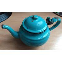 Очень  маленький ретро чайник начала ХХ века высота 8 см (такой же находится в экспозиции  Коссовского замка  Дворце Пусловских)
