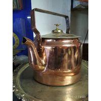 Чайник старинный медный в форме цилиндра