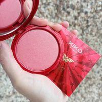 Румяна Kiko Wonder Woman Starlight Blush в оттенке 02 Charming Rose