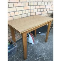 Стол кухонный деревянный тяжелый