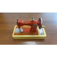 Детская швейная машина