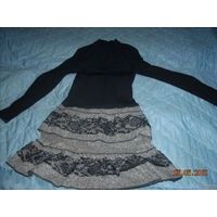 Платье с вырезом в декольте