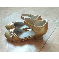 Туфли золотые на каблуке р.34