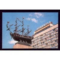 Ленинград Корабль у гостиницы Ленинград