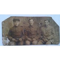 Фото. Трое мужчин во френчах. 1930-е. 7х14 см