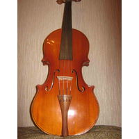 Скрипка мастеровая 4/4, с очень хорошим лирическим и мелодичным голосом.
