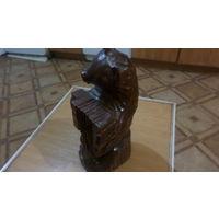Деревянная статуэтка медведя с гормошкой