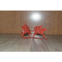 Рыцари красные на  красных (лошадях)