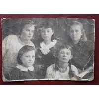 Фото девушек. 1930-е. 7х10.5 см