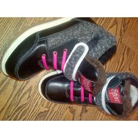 Удобные фирменные ботинки с мехом