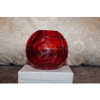 Оригинальная, стеклянная вазочка, времён СССР, выполнена в форме земного шара, высота 9 см.