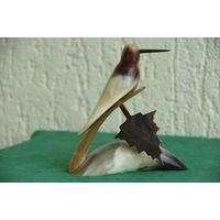 Статуэтка из кости  Птица     ( высота 13 см , длинна 11,5 см )  целая