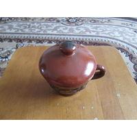 Чашка керамическая с крышкой.