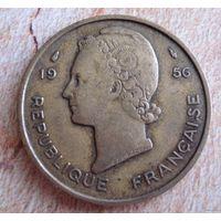 Французская Западная Африка 25 франков 1956 г.