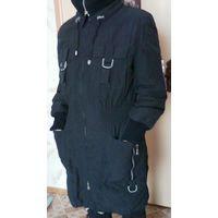Пальто женское,деми. Подкладка утеплена. Темно-синего цвета c серой фурнитурой.