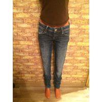 Фирменные джинсы Mavi на 42-44 размер (26/34), длина 108 см, ПОталии 38 см, ПОБедер 48 см. Хорошее состояние, классический синий цвет, по центру дизайнерские потертости.