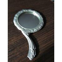 Старинное зеркальце для женщин в оправе из металла.