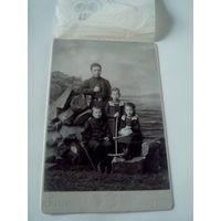 Фотография детей Действительного Статского Советника Изидора Викентьевича Лесьневского. Иркутск.1900 год.
