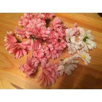 Очаровательные искусственные цветы для поделок розового и белого цвета, листики. Нидерланды. Цена за все, что на фото.
