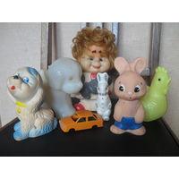 Семь детских игрушек.