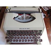 Портативная печатная машинка с латинским шрифтом Lisa 30 (фирма Olivetti)