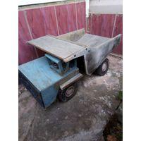 Старая деревянная большая машинка ссср