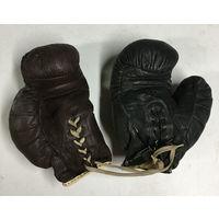 2 разнотипные и разнопарные боксёрские перчатки. Для интерьера