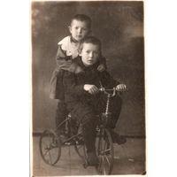 Фото. Дети на велосипеде. 1934 г. 8.5х13 см.