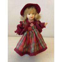 Кукла фарфоровая интерьерная 16см на подставке