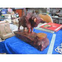 Статуэтка Зубр, мастерская резьба по дереву, 21х30 см.