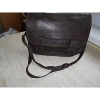 Вместительная сумка произведена в 90-е годы в Минске. Практически не была в использовании.