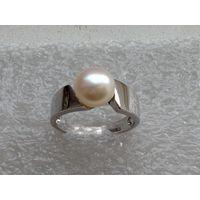 Красивое серебряное кольцо с жемчугом