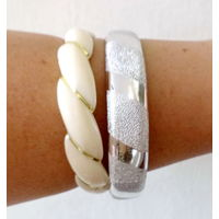 Широкие браслеты белый и серебристый-2шт