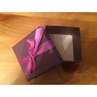 Коробка подарочная, насыщенно фиолетового цвета, размер 6 на 6 см. Один раз бу, можно на подарок.
