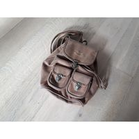 Рюкзак не большого размера, рыжего цвета