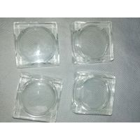 4 стеклянных подсвечника 4х4 см, 3 см по окружности.