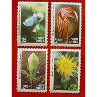 Индия. Цветы. ( 4 марки ) 1982 года.