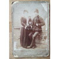 Фото мужчины и женщины. До 1917 г. 10.5х16 см.