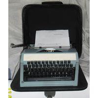"""Печатная машинка """"Москва ПП-215-8М"""", с паспортом и футляром. 1980 г. СССР."""