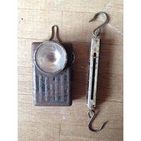 Старый фонарик и школьный безмен.