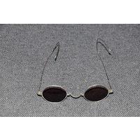 Солнечные очки германской буржуазии с изысканными тончайшими дужками .