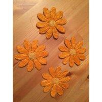 Красивые плетеные цветки для украшения или поделок. Приобретала в Италии. Оранжевые диаметр 10 см (4 штуки), желтый один, диаметр 20 см. Продаю комплектом, все вместе.
