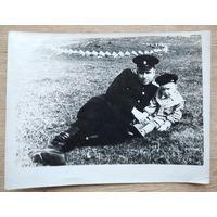 Фото военного с ребенком. 1950-е. 9х12 см.
