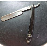 Старинная опасная бритва в футляре
