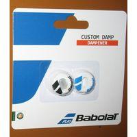 """Виброгаситель Babolat """"custom Damp 2 виброгасителя в одном: активный О-образной формы + дополнительная вставка. Предназначен для гашения струнных вибраций и увеличению комфорта при попадании по мячу."""