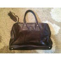 Шикарная, стильная, дорогая сумка из качественной натуральной кожи от Vera Pelle, Италия. Интересный цвет бордо-баклажан. Размер 29 на 40 см. Стоит на нее посмотреть, чтобы понять, что она Вам нужна.