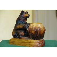 Статуэтка Мишка с кадушкой  ( резьба по дереву)    высота 18 см , длинна 18 см